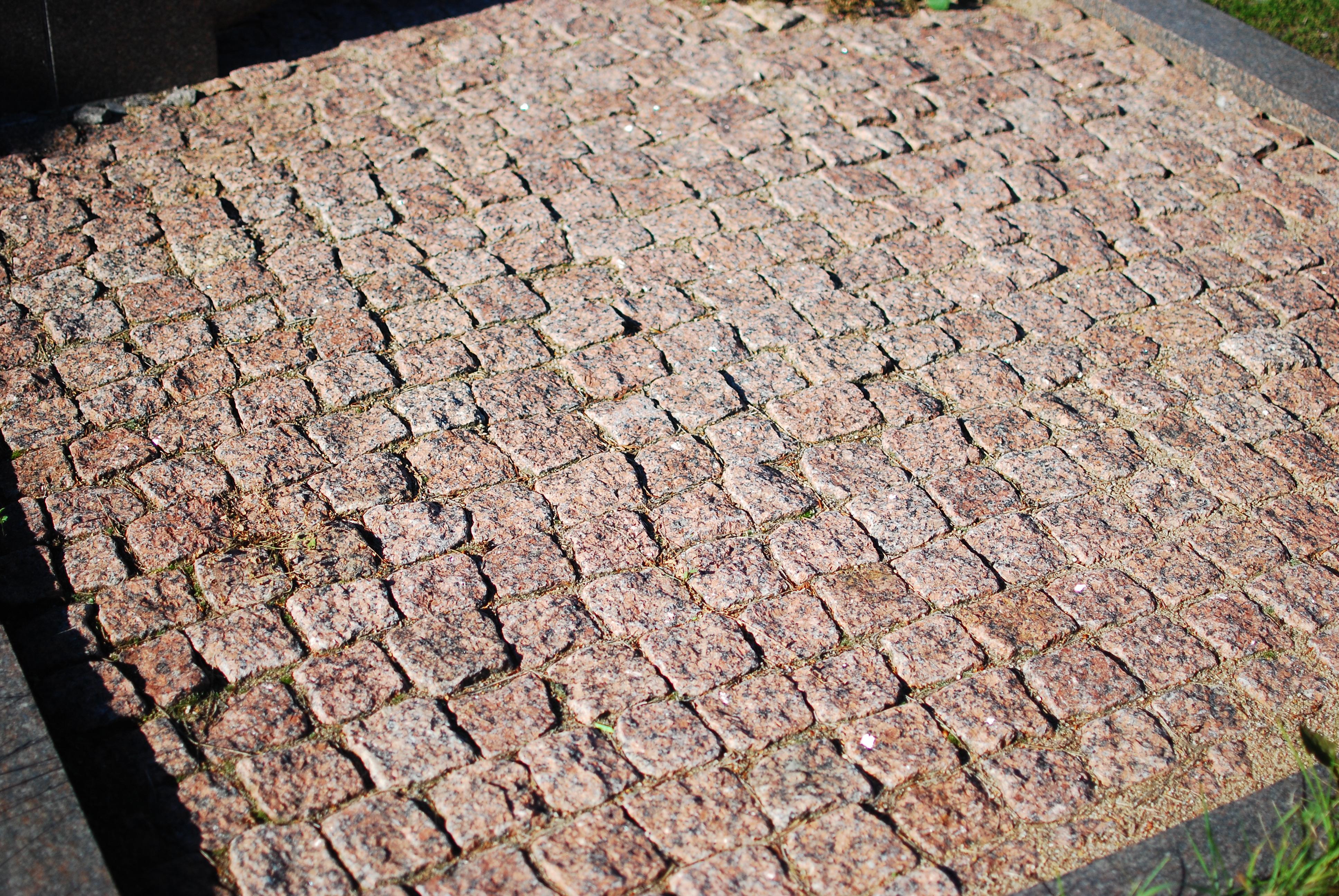 Skaldytų akmenų klojimas