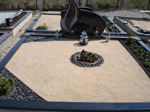 Kapavietės dekoravimas smėliu, juodžemiu