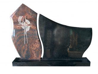 Juodo kareliško Gabro Diabaz (0,77×0,8 m) ir Aurora  granito paminklas (0,89×48 m)  su pjedestalu (1,2 m) ir kaltiniu kryžiumi (0,20×0,55 m)