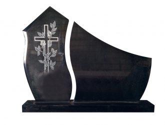 Juodo kareliško Gabro Diabaz granito paminklas (0,89×48 m; 0,77×0,8 m) su pjedestalu (1,2 m) ir kaltiniu kryžiumi (0,21×0,56 m)